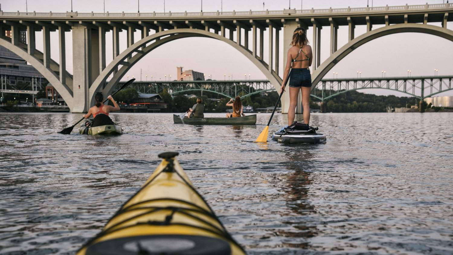 People enjoying the Tennessee River