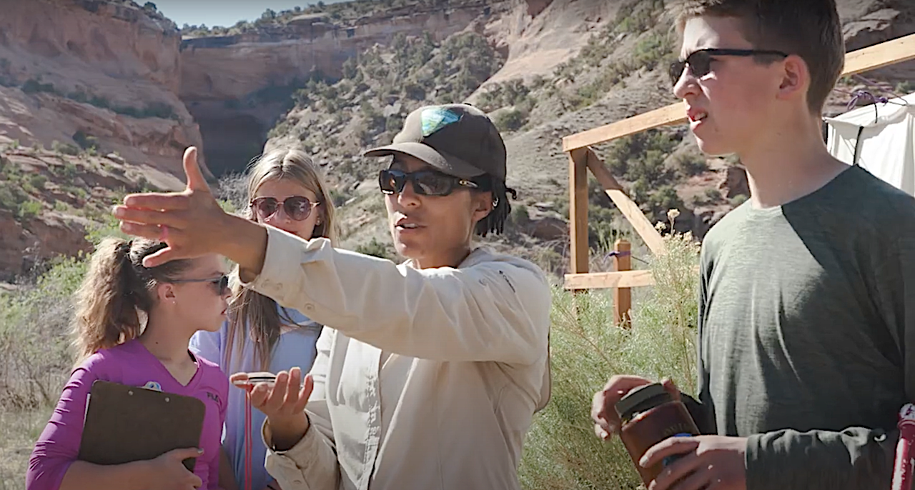 BLM ecologist educates students in Colorado Canyon