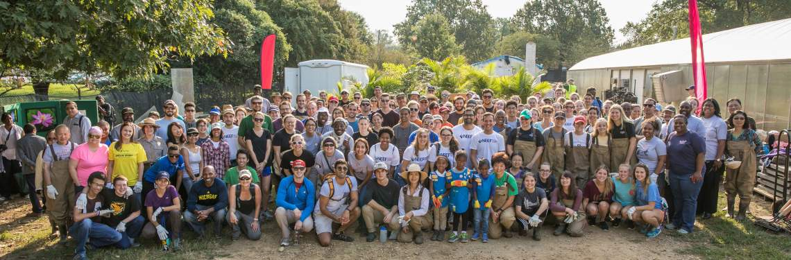 Group picture of the volunteers at the Kenilworth Aquatic Gardens NPLD Event in 2016