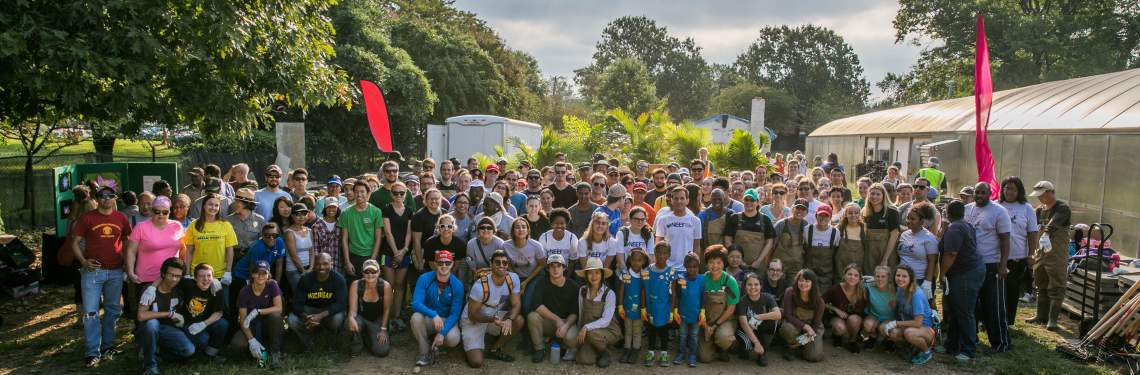 Group photo of volunteers at Kenilworth Aquatic Gardens during NPLD 2016