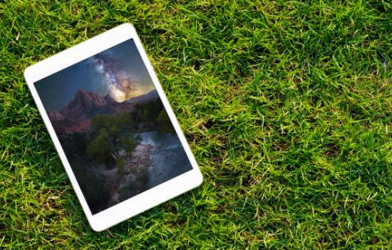 Tablet in the grass; Copyright: wiiin (https://stock.adobe.com/images/digital-tablet-on-the-green-grass/110646825) and aheflin (https://stock.adobe.com/images/milkyway-over-the-watchman-zion-national-park-utah/167048635)